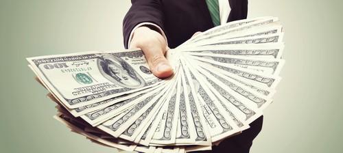 Ob Bank, Verwandte oder Dritte - Privatkredite werden von vielen angeboten.